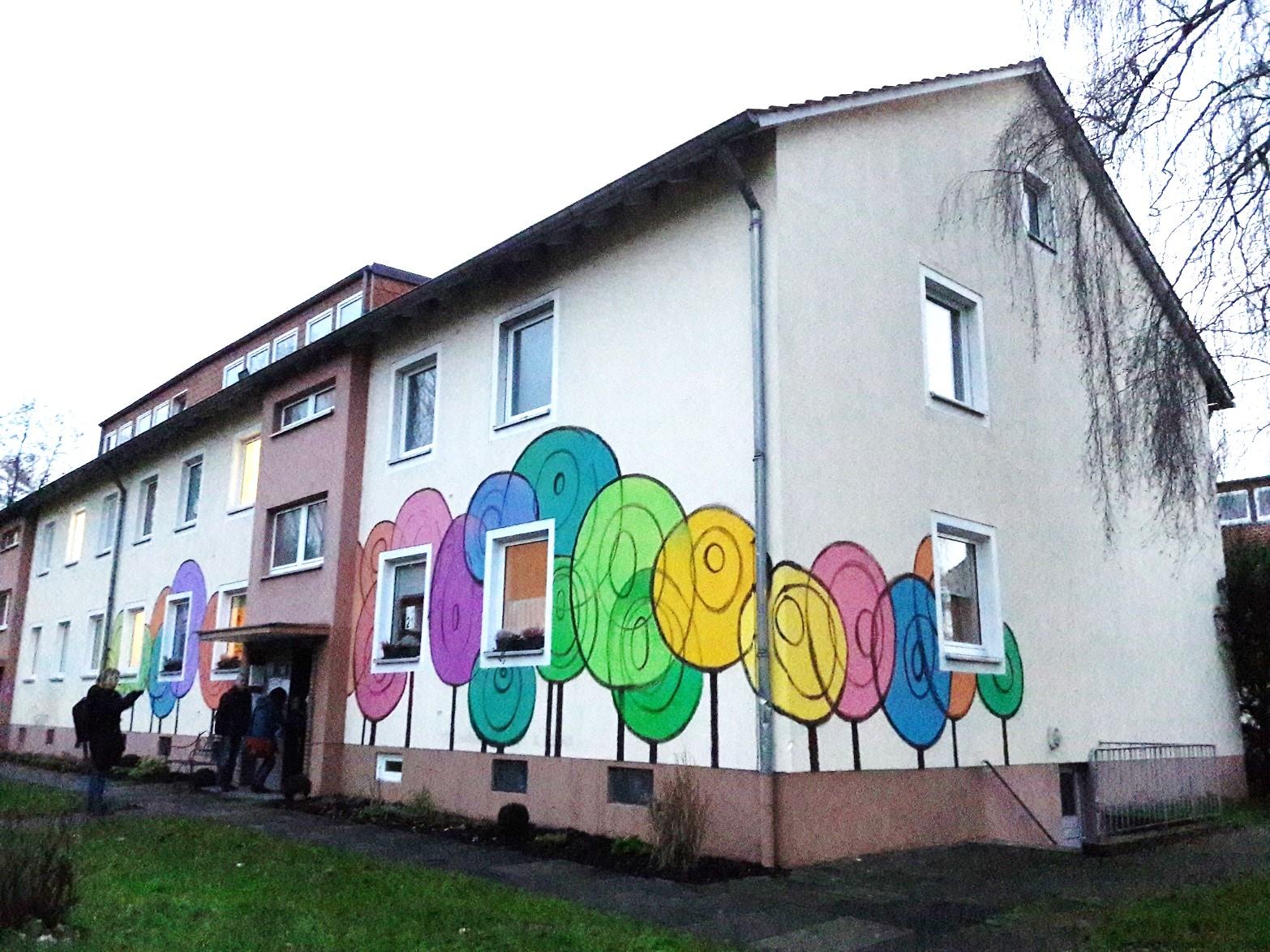 Die bunt bemalte Fassade des Begegnungshaus Kuckuck 14