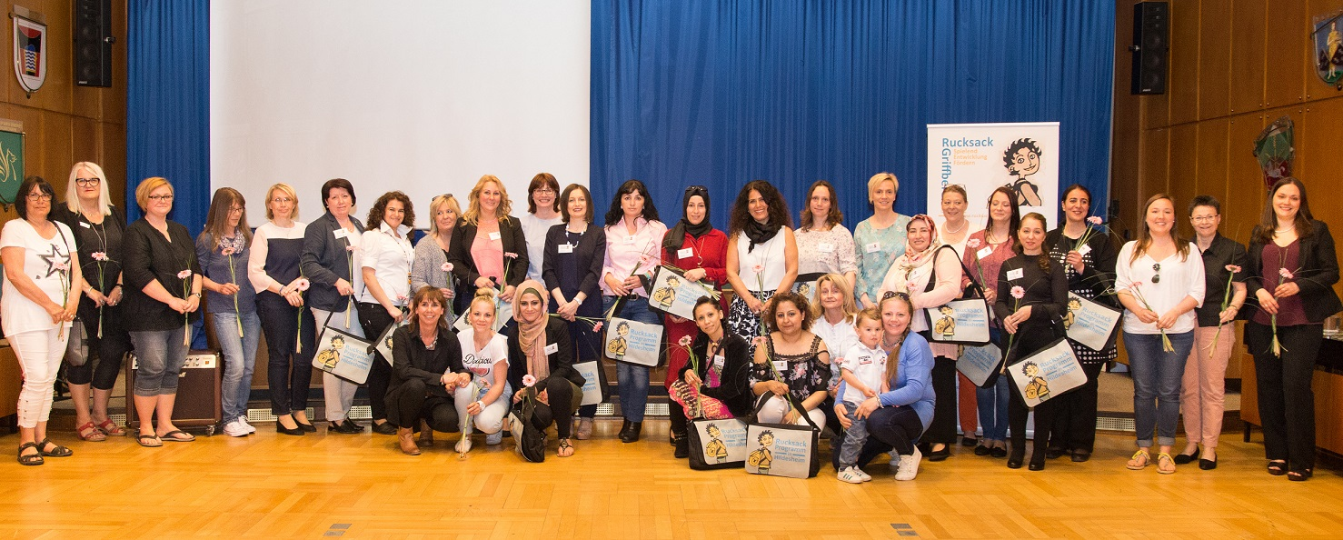 Die Rucksack-Elternbegleiterinnen und Fachkräfte in den Kindertageseinrichtungen wurden beim Jubiläum für Ihr Engagement geehrt.