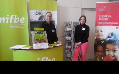 Stellvertretender Geschäftsführer des nifbe, Dr. Karsten Herrmann, und Landeskoordinatorin Rucksack KiTa und Griffbereit, Britta Kreuzer, bei dem Auftakttreffen für den neuen Bildungsschwerpunkt in Hildesheim