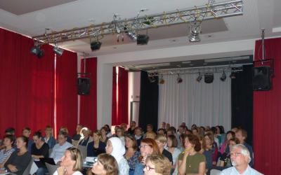 "Volles (Kultur-)Haus in Hannover-Hainholz zur Veranstaltung ""Ankunftsorte"""