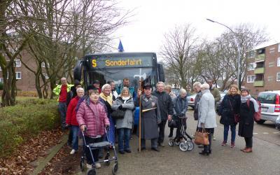 Vor dem Nachtwächter-Sonderfahrtbus durch Delmenhorst