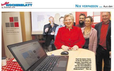 Ministerin Rundt drückt den roten Buzzer - und die Plattform ist offiziell eröffnet!